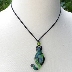 Waxed Cord Green Glass Cat Necklace (Chile) http://www.pinterest.com/pin/108297566009052014/
